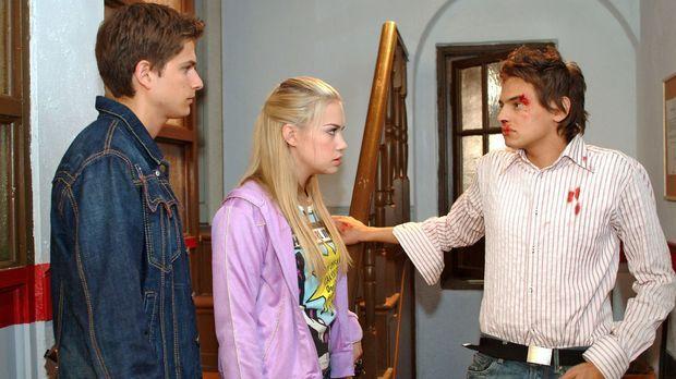 Timo (Matthias Dietrich, l.) ist über Alex (Shai Hoffmann, r.) so wütend, das...