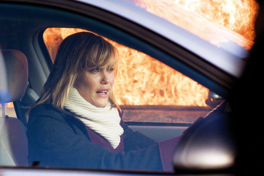 Auch Sarah (Leslie Bibb) hat keine Chance, dem Killer zu entkommen ... - Bildquelle: 2009   Constantin Film Verleih GmbH
