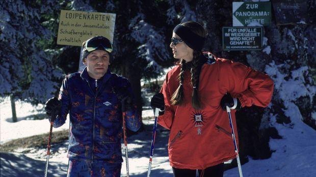 Stockinger (Karl Markovics, l.) und seine Frau (Anja Schiller, r.) verbringen...