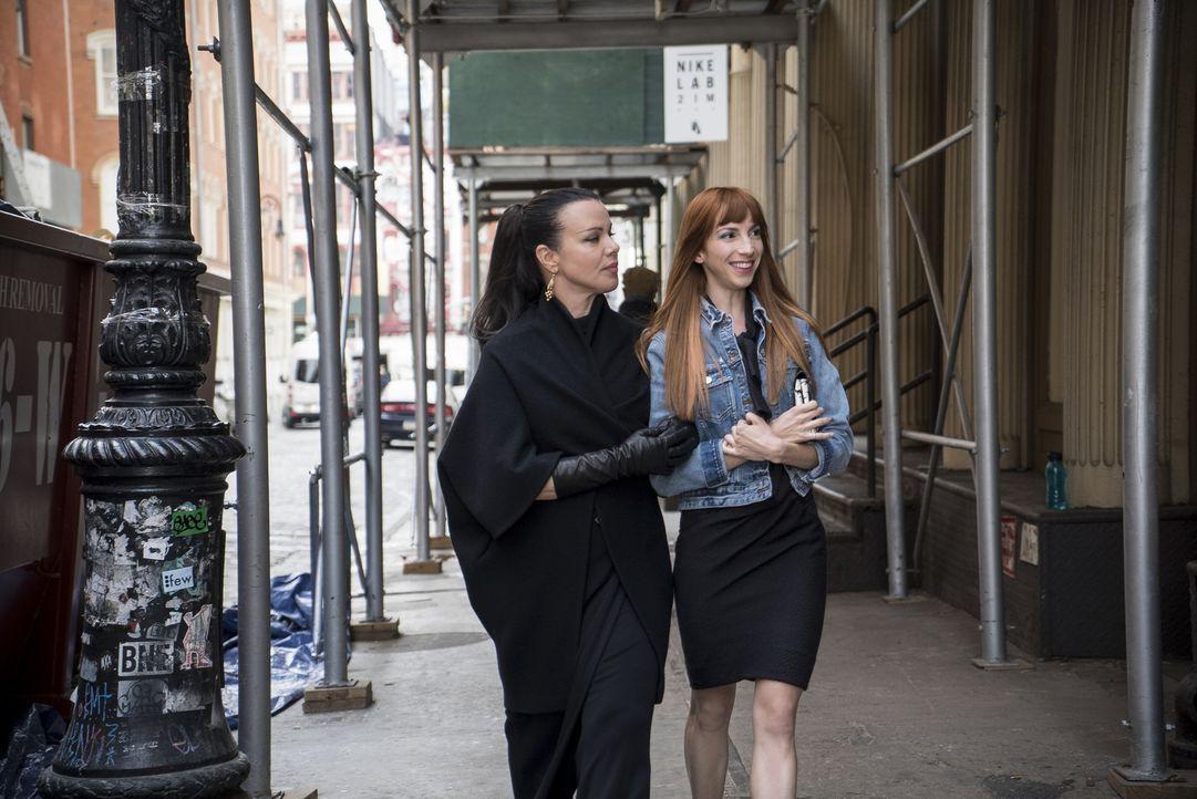 Maggie (Debi Mazar, l.); Lauren (Molly Bernard, r.) - Bildquelle: Hudson Street Productions Inc 2016