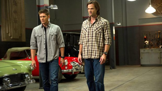 Die Hexe verzaubert Dean (Jensen Ackles, l.) und Sam (Jared Padalecki, r.), u...