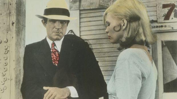 Das Gangsterpärchen Bonnie (Faye Dunaway, r.) und Clyde (Warren Beatty, l.) w...