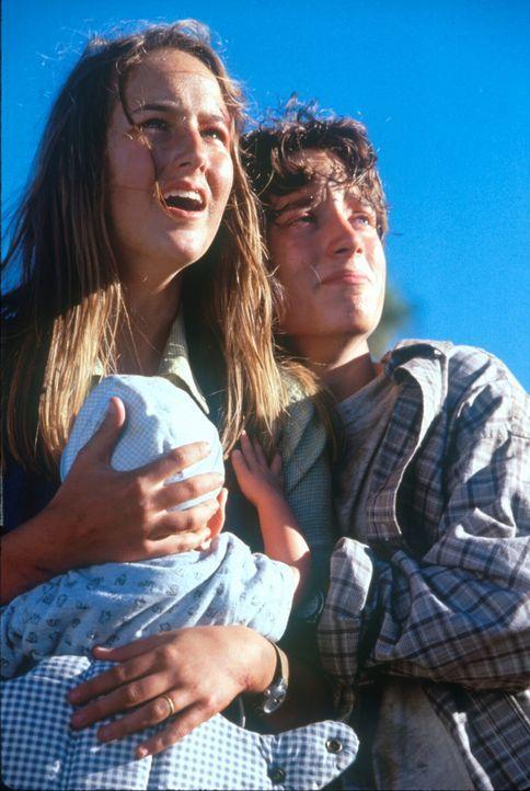 Rettung in letzter Sekunde: Leo (Elijah Wood, r.) und Sarah (Leelee Sobieski, l.) ... - Bildquelle: TM+  1998 DreamWorks L.L.C. and Paramount Pictures All Rights Reserved