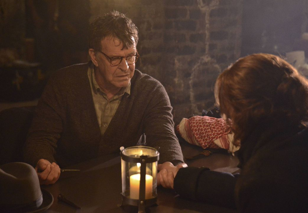 Wird Henry Parrish (John Noble, l.) helfen können, um die verhängnisvolle Blut-Bande zwischen Ichabod Crane (Tom Mison, r.) und dem grausamen Reit... - Bildquelle: 2013 Twentieth Century Fox Film Corporation. All rights reserved.