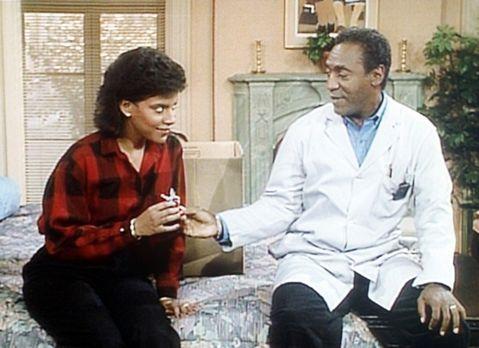Bill Cosby Show - Clair (Phylicia Rashad, l.) und Cliff (Bill Cosby, r.) erin...