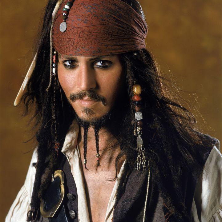 Erst spät erkennt Captain Jack Sparrow (Johnny Depp), dass Barbossa und seine Mannen sich bei Mondschein in Skelette verwandeln. Denn auf ihnen las... - Bildquelle: Disney/ Jerry Bruckheimer