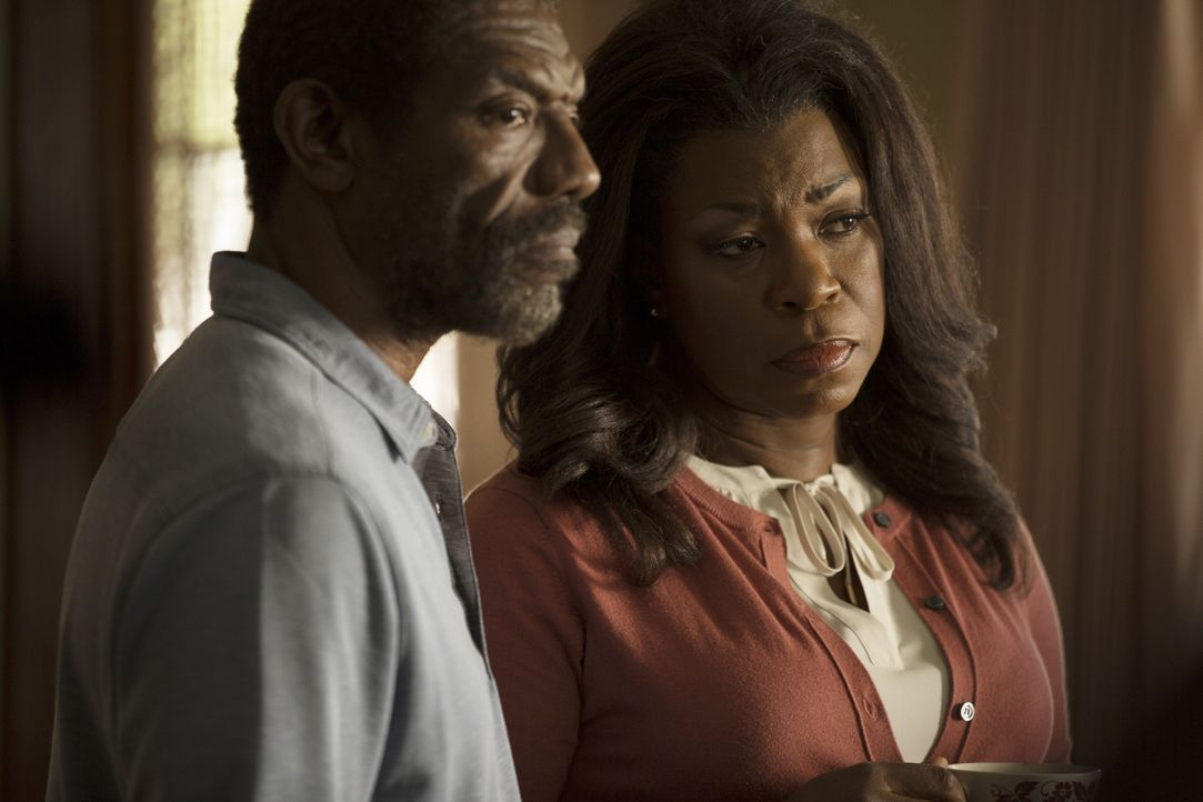 Als Donna (Lorraine Toussaint, r.) und Beaumont Senior (Vondie Curtis-Hall, l.) eine unerwartete Ankündigung machen, entstehen unvorhersehbare Konse... - Bildquelle: 2015-2016 Fox and its related entities.  All rights reserved.