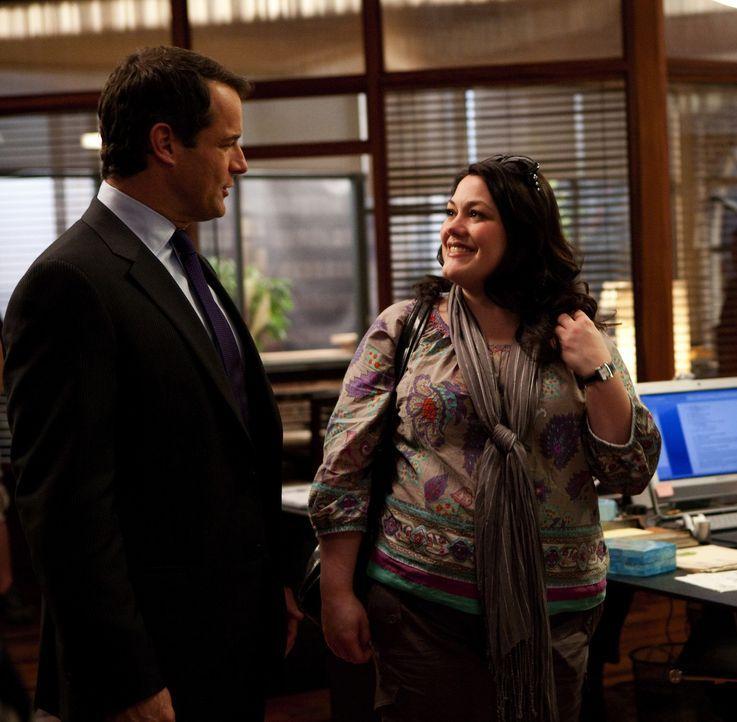 Eigentlich wollte Jane (Brooke Elliott, r.) mit Stacy in Urlaub nach Palm Springs fahren, aber ihr Chef Parker (Josh Stamberg, l.), hat einen ganz a... - Bildquelle: 2009 Sony Pictures Television Inc. All Rights Reserved.