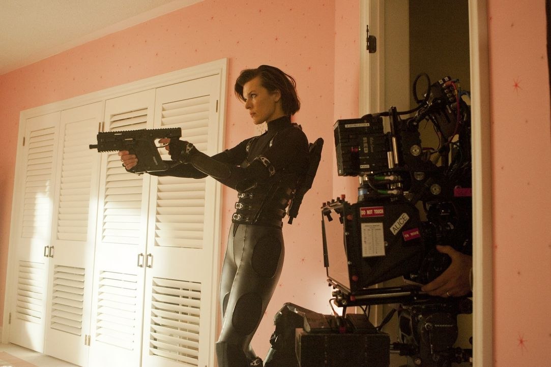 Am Set: Alice (Milla Jovovich) - Bildquelle: 2011Davis Films/Impact Pictures (RE5) Inc. and Constantin Film International GmbH.