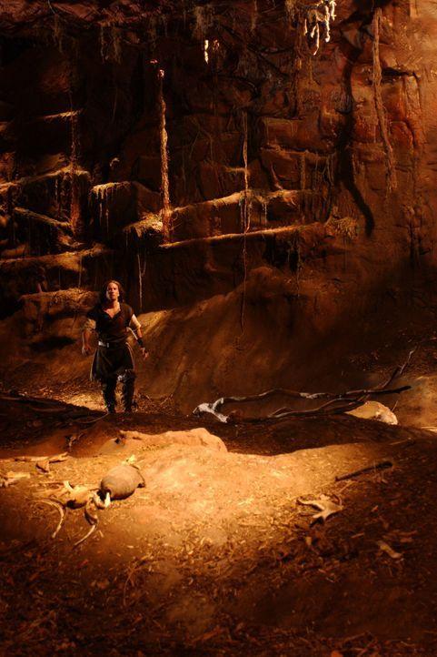 Siegfried (Benno Fürmann) betritt mit seinem magischen Schwert Balmung die Höhle des Drachen Fafnir. - Bildquelle: Sat.1/© 2004 Tandem Communications/VIP Medienfonds 2&3 TANDEM PRODUCTIONS