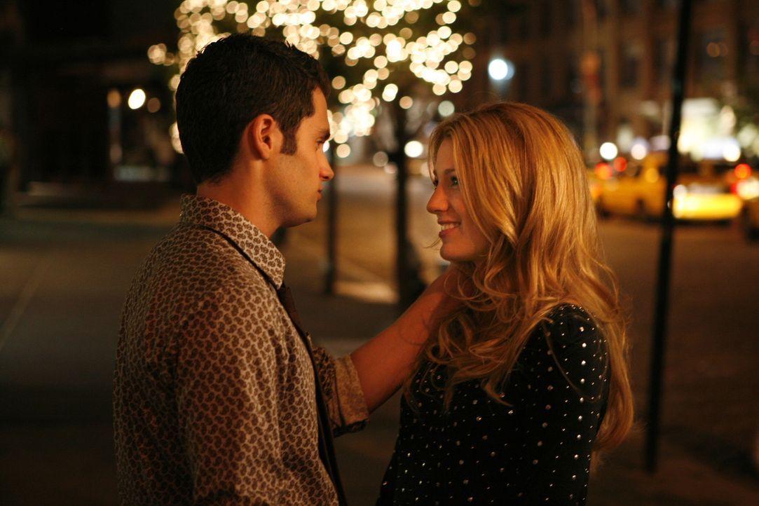 Die Zuneigung ist groß: Serena (Blake Lively, r.) und Dan (Penn Badgley, l.) hegen nach dem ersten Date starke Gefühle füreinander ... - Bildquelle: Warner Brothers