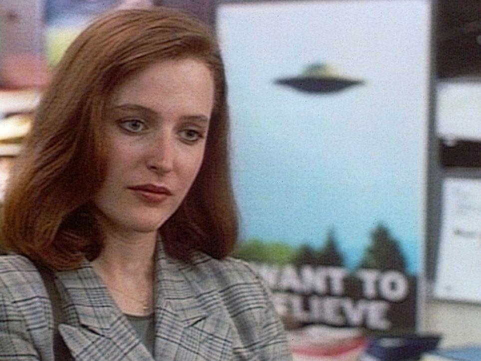 Die FBI-Agentin Dana Scully (Gillian Anderson) glaubt als Wissenschaftlerin nicht an die Existenz von UFOs. - Bildquelle: TM +   2000 Twentieth Century Fox Film Corporation. All Rights Reserved.