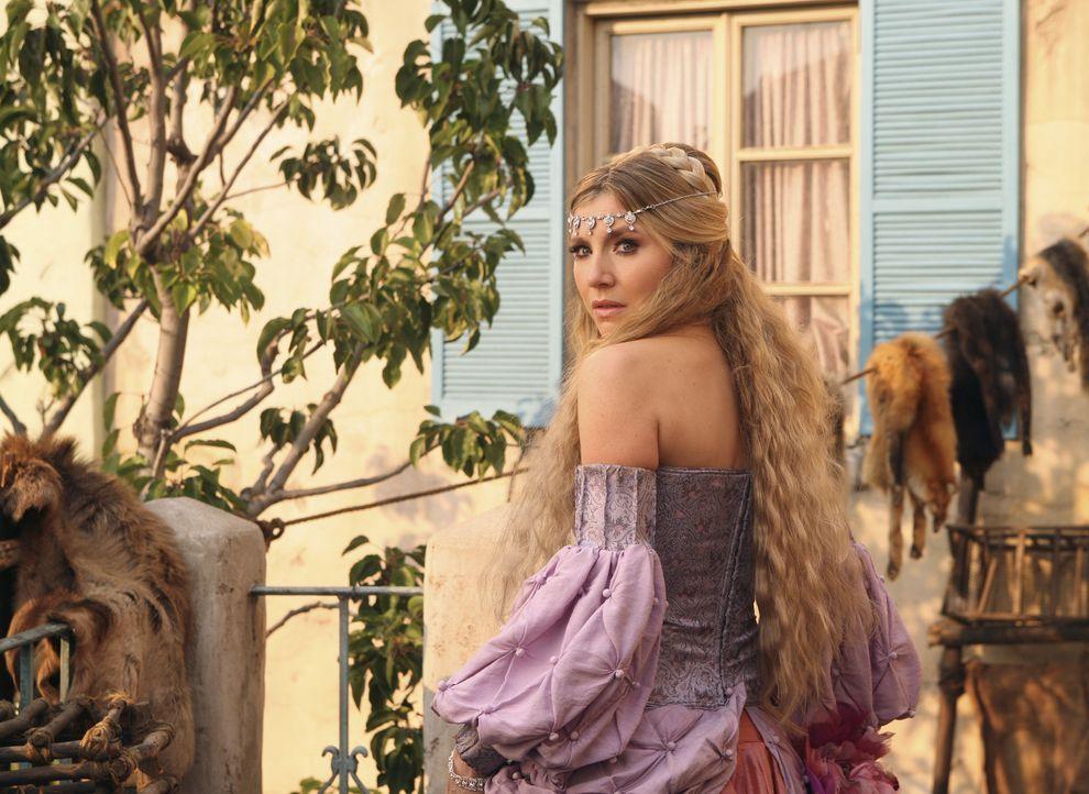 Als schöne Prinzessin bangt Elliott (Sarah Chalke) um das Leben ihrer Magd und bittet den Dorftrottel um Hilfe ... - Bildquelle: Touchstone Television