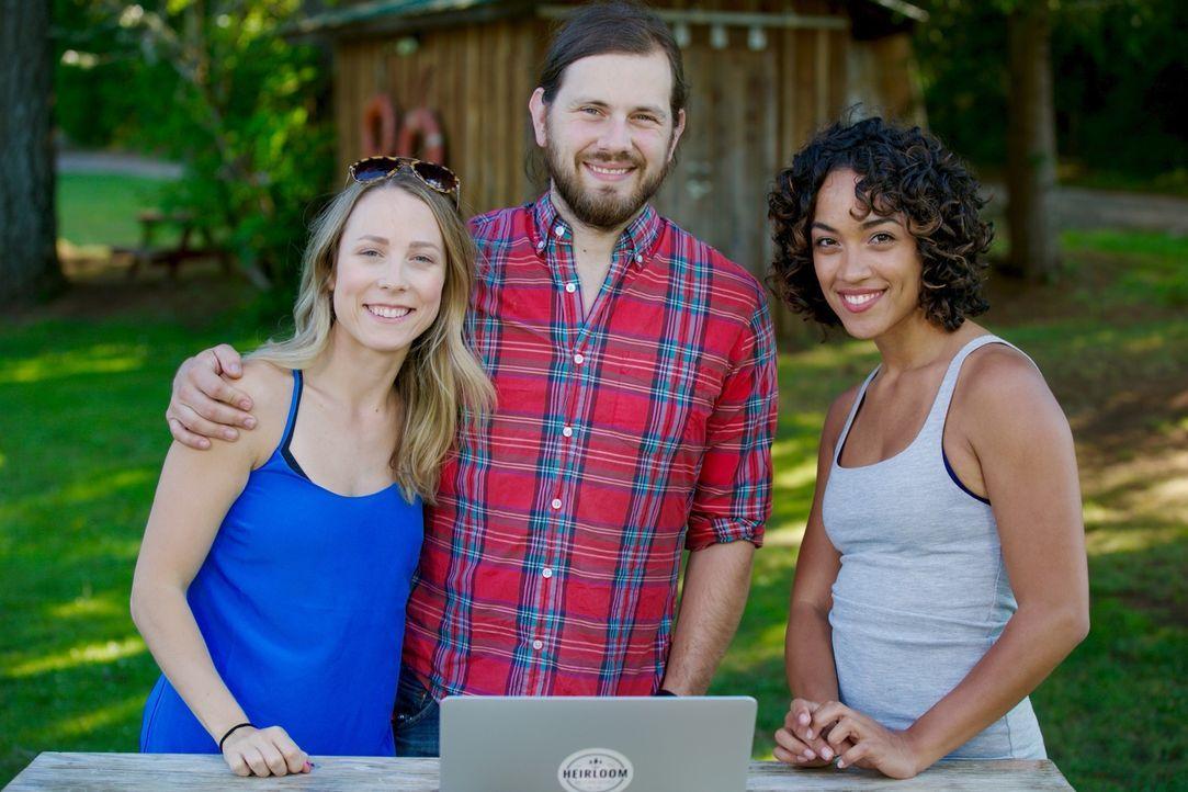 Lisette (r.) ist begeistert von den Plänen, die Tyson (M.) und Michelle (l.) für ihr mobiles Haus auf Rädern haben. Wird sie auch das Endergebnis so... - Bildquelle: 2015,HGTV/Scripps Networks, LLC. All Rights Reserved
