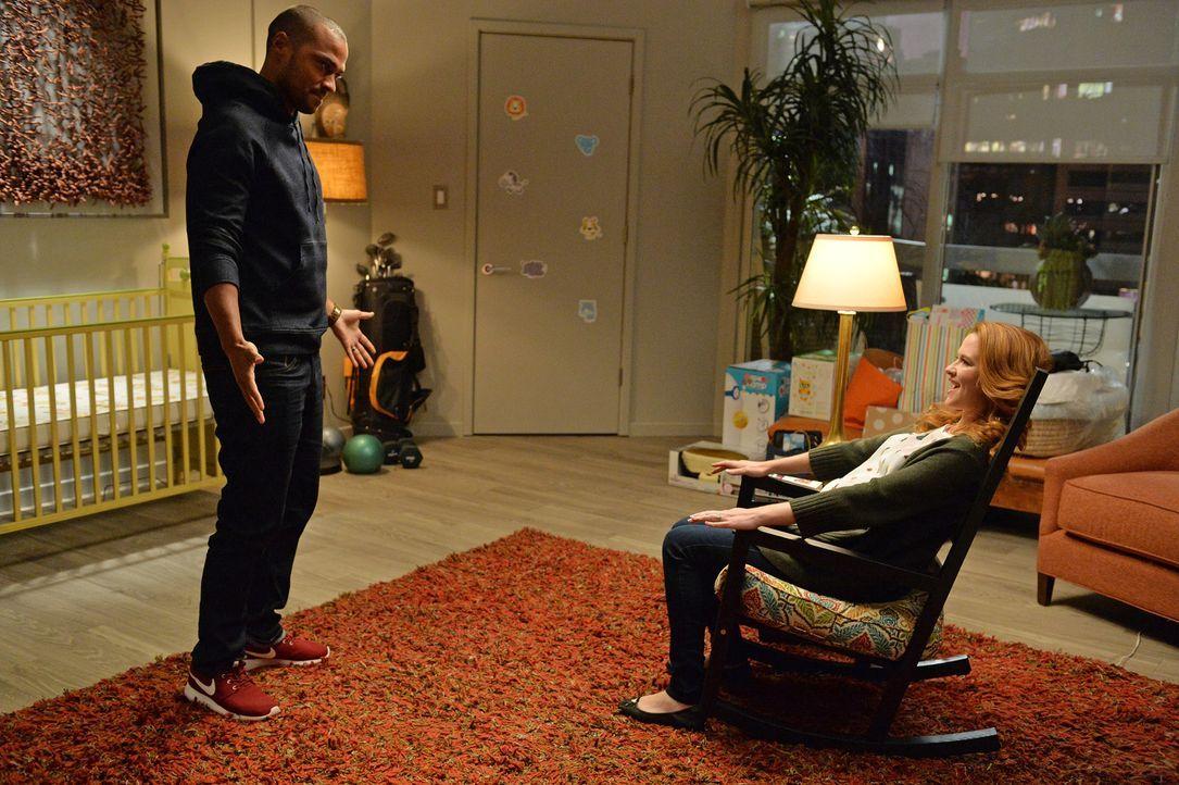 Schafft April (Sarah Drew, r.) es, Jackson (Jesse Williams, l.) die Angst vor dem Vatersein zu nehmen? - Bildquelle: ABC Studios