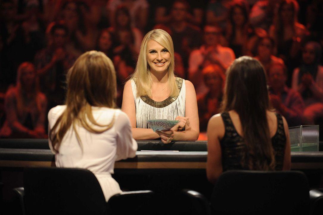 Am Pokertisch von Moderatorin Britt Hagedorn (M.) setzen Brigitte Nielsen, Linda Bougheraba, Jana Ina Zarella und Sarah Engels auf das Können ihrer... - Bildquelle: Oliver S. SAT.1