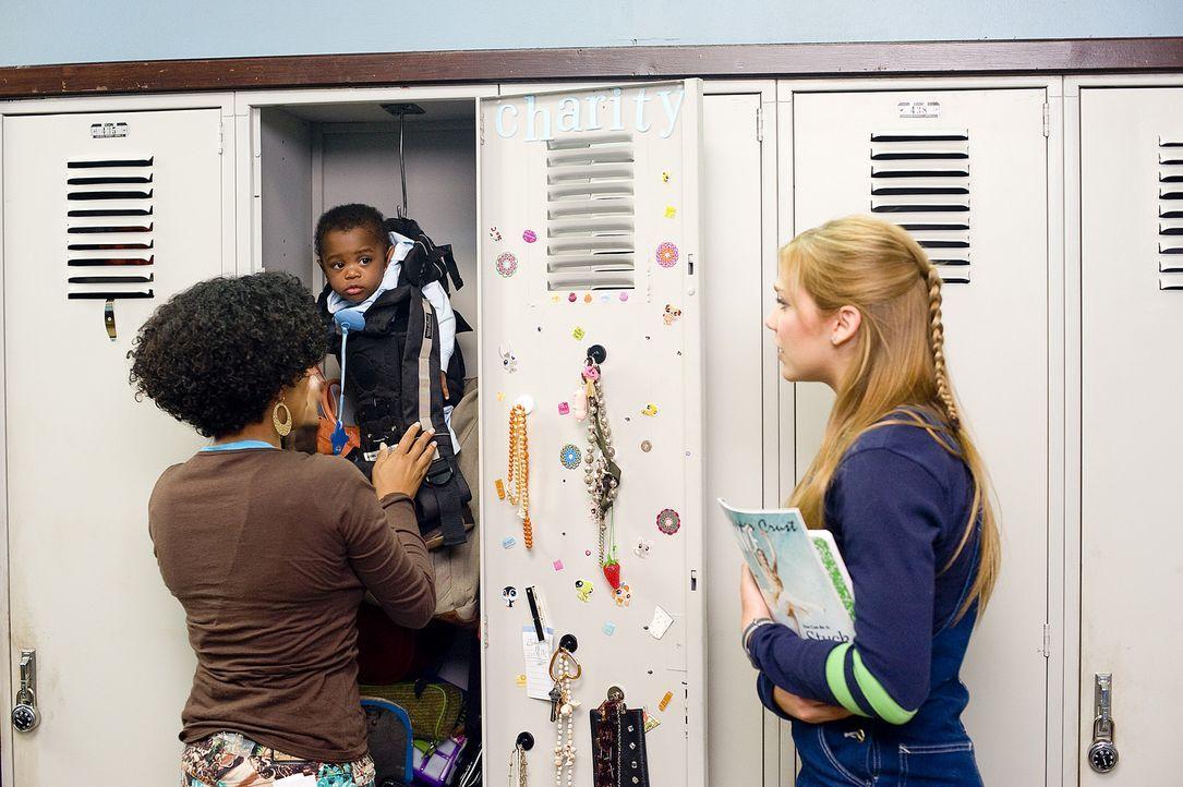 Charitys (Essence Atkins, l.) Sohn hat es nicht leicht - wie Megan (Shoshanna Bush, r.) bereits am ersten Schultag feststellen muss ... - Bildquelle: 2008 PARAMOUNT PICTURES CORPORATION