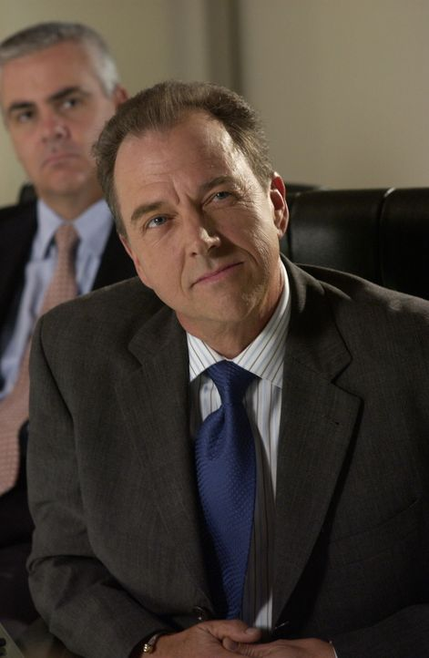 Um Stephen Herbert (Gregory Itzin ), einen wichtigen Kunden nicht zu verlieren, organisiert Julie eine Überraschungsparty ... - Bildquelle: Warner Bros. Television
