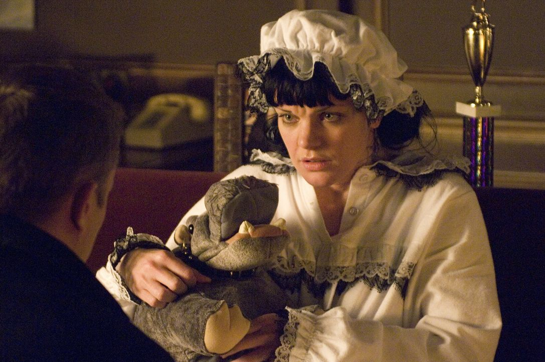 Was ist mit Abby (Pauley Perrette, r.) los? - Bildquelle: CBS Television