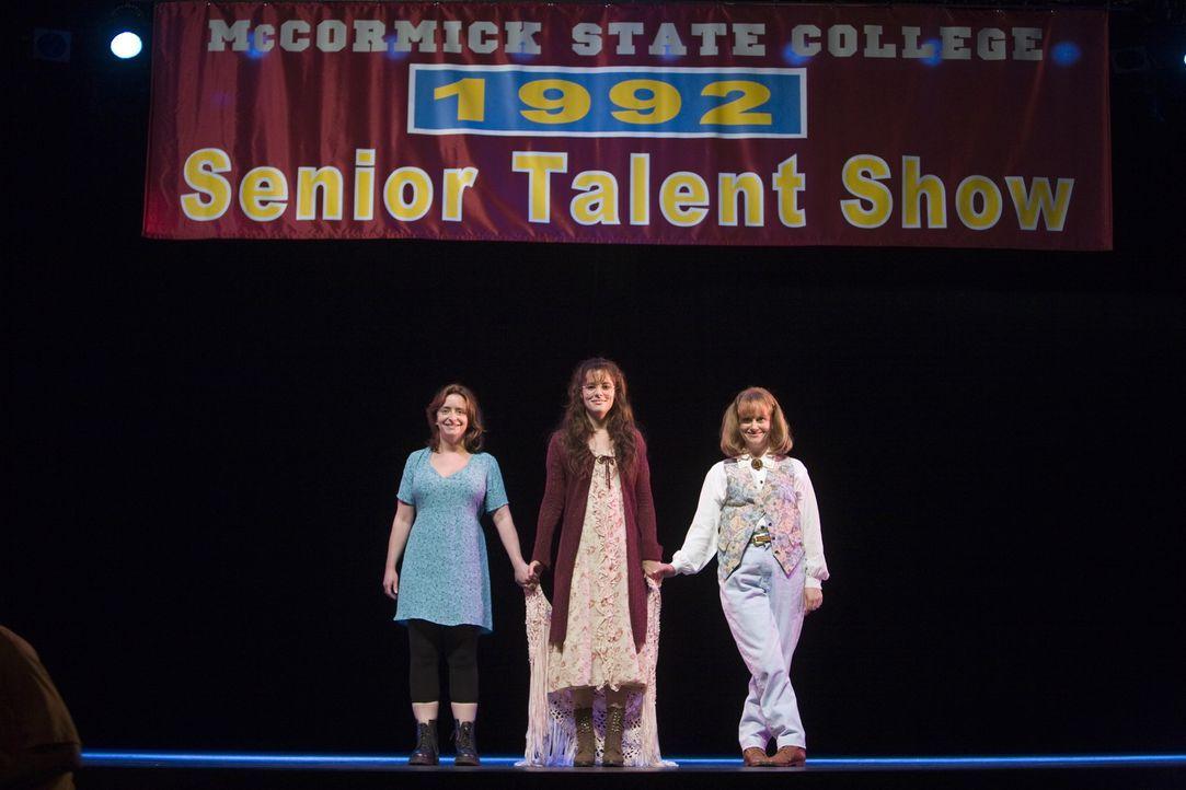Ein Alptraum? Nein, es ist ihre Vergangenheit! 15 Jahre später erhalten (v.l.n.r.) Judi (Rachel Dratch), Becky (Parker Posey) und Gayle (Amy Poehler... - Bildquelle: Warner Bros.