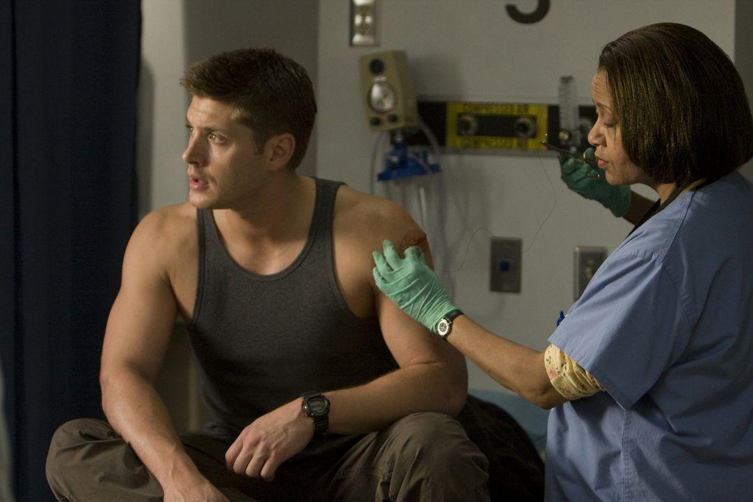 Seine erste Begegnung mit dem Killer verläuft noch glimpflich: Tom (Jensen Ackles, l.) ... - Bildquelle: 2009 Lions Gate Films Inc. All Rights Reserved