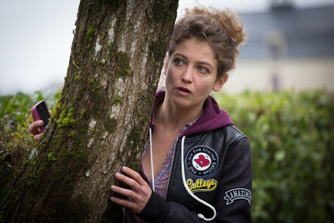 Ist Emma (Sophie de Fürst) jemandem auf den Fersen oder umgekehrt? - Bildquelle: Eloïse Legay 2016 BEAUBOURG AUDIOVISUEL