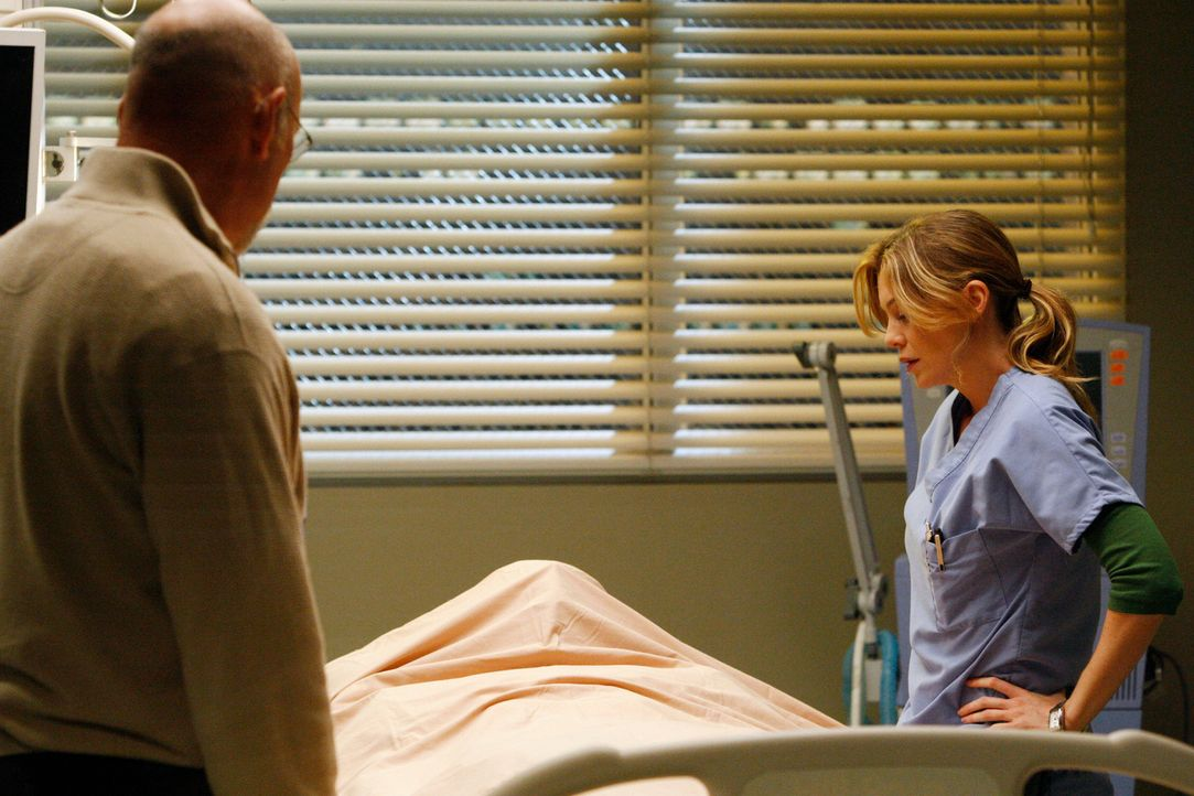 Müssen von Darren Abschied nehmen, der an den Folgen der Operation gestorben ist: Kevin Covington (John M. Jackson, l.) und Meredith (Ellen Pompeo,... - Bildquelle: Touchstone Television