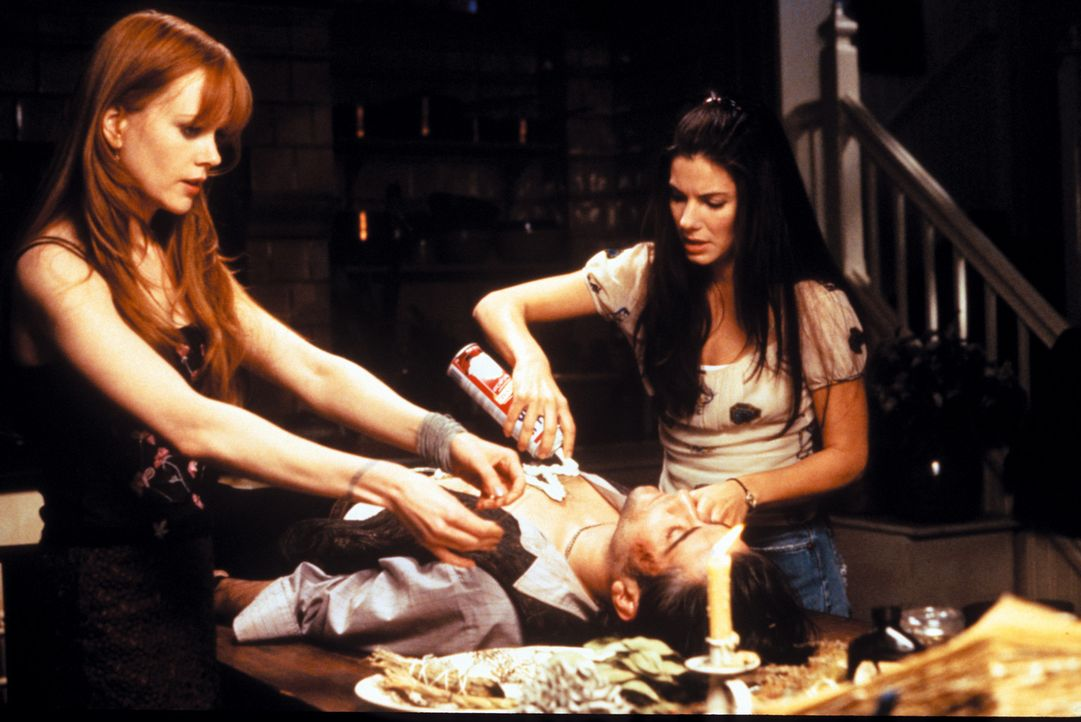 Sally (Sandra Bullock, r.) und Gillian Owens (Nicole Kidman, l.) sind alles andere als normale junge Frauen. Als Abkömmlinge eines uralten Hexenges... - Bildquelle: Warner Brothers