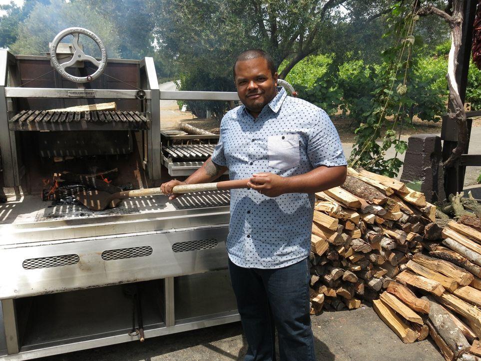 """Im Weingebiet von Kalifornien ist Roger auf zwei Gartenfesten zu Besuch. Auf dem jährlichen Grillfest des """"Tablas Creek Vineyard"""" und dem großen Str... - Bildquelle: 2015,Cooking Channel, LLC. All Rights Reserved."""