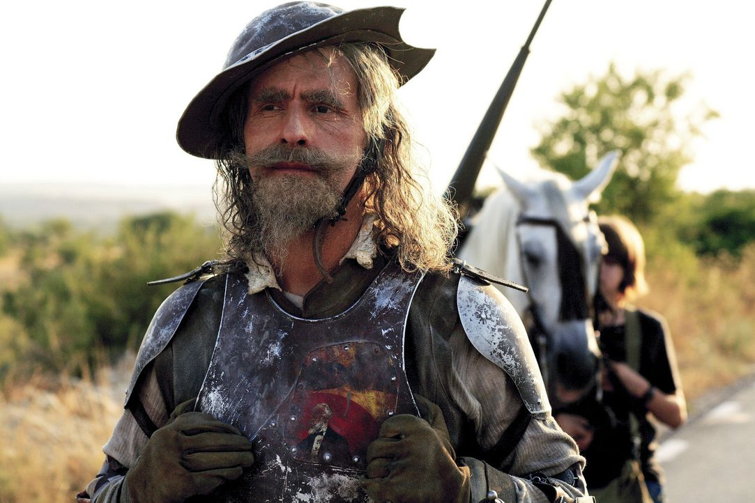 Don Quichote (Christoph Maria Herbst, l.) sieht in der Ferne seinen nächsten Kampf. Die Dame seines Herzens, Dulcinea, ist in der Gewalt der Häscher... - Bildquelle: Christian Hartmann Sat.1