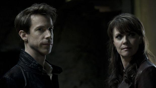 Ohne es zu ahnen, begeben sich Helen (Amanda Tapping, r.) und Nikola Tesla (J...