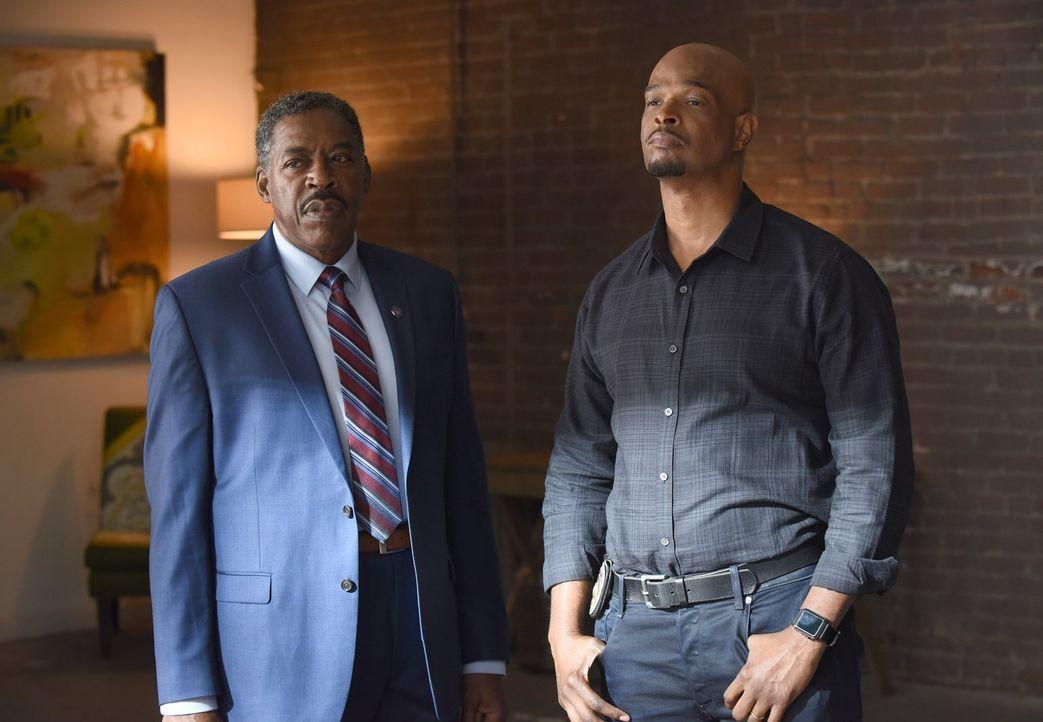Bekommt mit Secret Service-Agent Peterson (Ernie Hudson, l.) ein weiteres Ego neben Riggs zur Seite gestellt: Murtaugh (Damon Wayans, r.) ... - Bildquelle: Warner Brothers