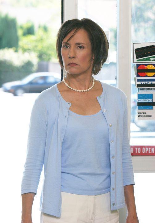 Nachdem Carolyn Bicksby (Laurie Metcalf) erfahren hat, dass ihr Mann sie mit einer Stewardess betrogen hat, will sie ihn zur Rechenschaft ziehen ... - Bildquelle: 2005 Touchstone Television  All Rights Reserved