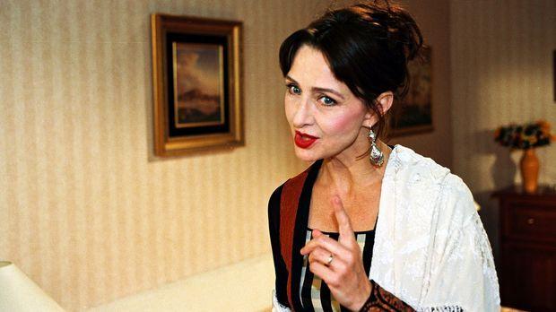 Primaballerina Oksana Olejewa (Christine Kaufmann) ist kein einfacher Gast. I...