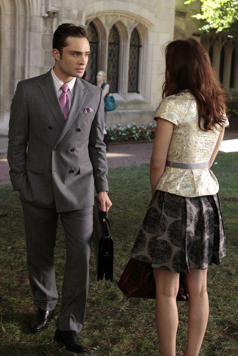 Chuck Bass (Ed Westwick, l.) hat für Jenny einen Termin mit dem Modezaren Tim Gunn vereinbart - nur um Blair (Leighton Meester, r.) zu verletzen ... - Bildquelle: Warner Bros. Television