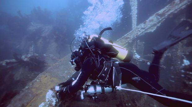 Auch unter Wasser liegen viele alte explosive Munitionen ... © 2012 PIXCOM PR...