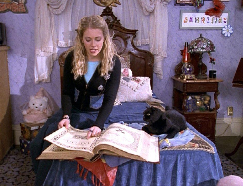"""Sabrina (Melissa Joan Hart) will Königin des """"Schneeflockenballs"""" werden und hat sich dafür ein wunderschönes Kleid gekauft ... - Bildquelle: Paramount Pictures"""