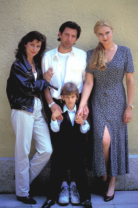 Alles dreht sich nur um den kleinen Philipp (Mitja Daniel Krebs, vorne): Paula (Marijam Agischewa, l.), Werner (Till Kretzschmar, M.) und Ingrid (Ve... - Bildquelle: Flemming ProSieben