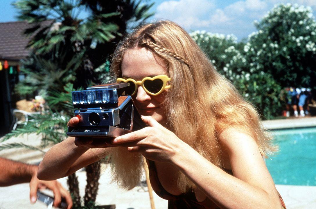 Das nymphomanische Rollergirl (Heather Graham) ist auf dem Set immer gut aufgelegt ... - Bildquelle: New Line Cinema