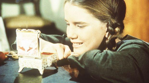 Laura Ingalls (Melissa Gilbert) ist von Nellie Olesons Spieluhr begeistert. ©...