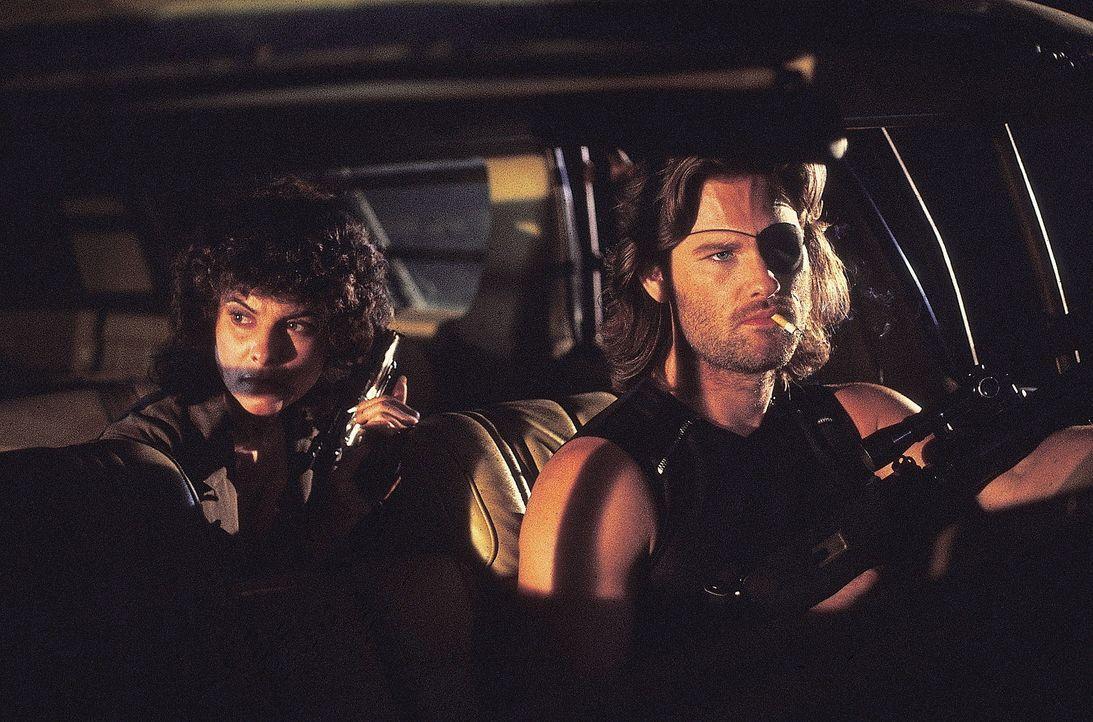 Für Maggie (Adrienne Barbeau) und die Klapperschlange (Kurt Russell) beginnt ein Wettlauf mit der Zeit ... - Bildquelle: AVCO Embassy Pictures