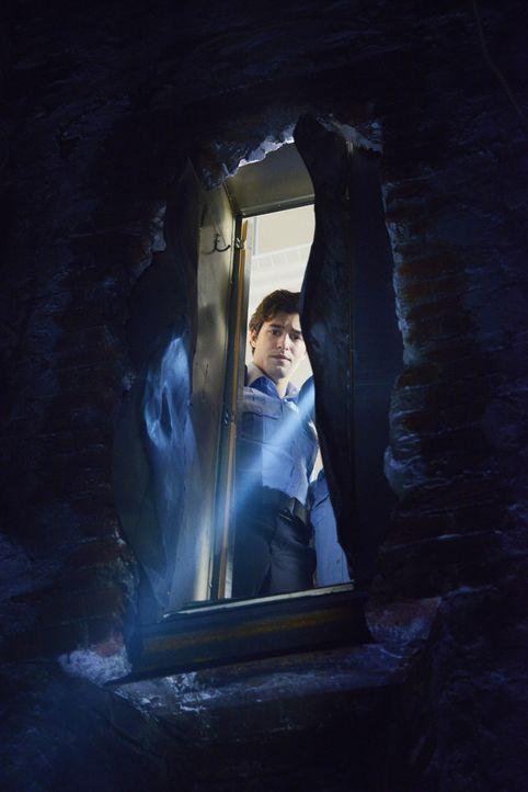 Als Junior (Alexander Koch) einen mysteriösen Tunnel entdeckt, keimen alte Hoffnungen wieder auf ... - Bildquelle: 2014 CBS Broadcasting Inc. All Rights Reserved.