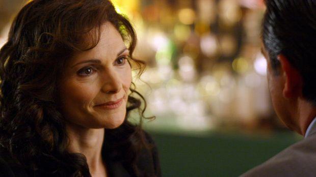 Anne (Mary Elizabeth Mastrantonio, l.) ist eine alte Freundin von Jack (Antho...