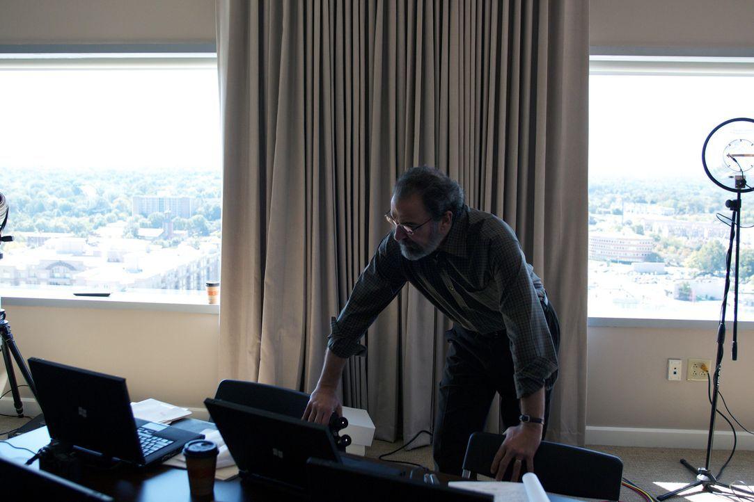 Die Arbeit soll Saul (Mandy Patinkin) aus seiner Einsamkeit befreien ... - Bildquelle: 20th Century Fox International Television