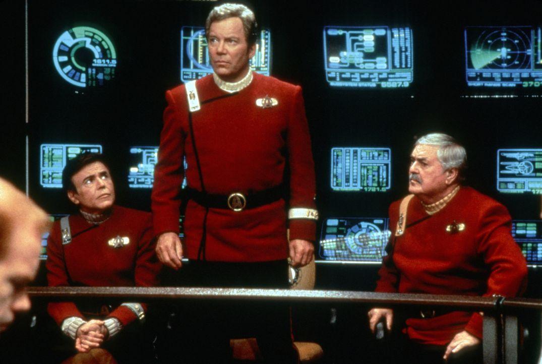 """Ehrengäste auf dem Jungfernflug der """"Enterprise B"""": Chekov (Walter Koenig, r.), Kirk (William Shatner, M.) und Scotty (James Doohan, l.) ... - Bildquelle: Paramount Pictures"""