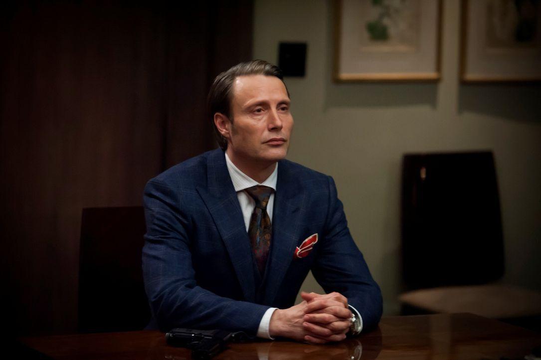 Nachdem dem Psycholiller Dr. Gideon die Flucht gelungen ist, lockt Dr. Hannibal Lecter (Mads Mikkelsen) das BAU-Team auf eine falsche Fährte ... - Bildquelle: Brooke Palmer 2013 NBCUniversal Media, LLC