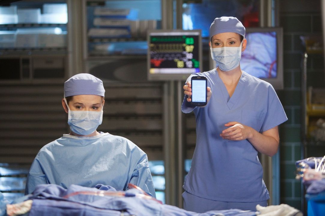 Versuchen Leben zu retten: April (Sarah Drew, l.) und Lexie (Chyler Leigh, r.)  ... - Bildquelle: ABC Studios