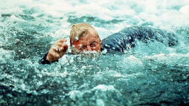 Auf der Flucht: Frank Warren (Rutger Hauer) schlägt sich durch die Fluten ......