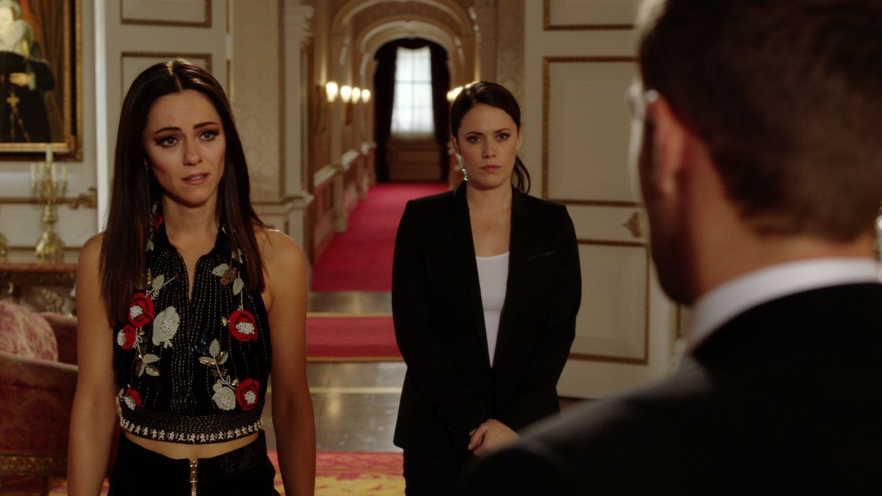 Während Jasper (Tom Austen, r.) für Liam eine wichtige Information hat, möchte Eleanor (Alexandra Park, l.), nichts mehr mit ihm zu tun haben und lä... - Bildquelle: 2016 E! Entertainment Television, LLC