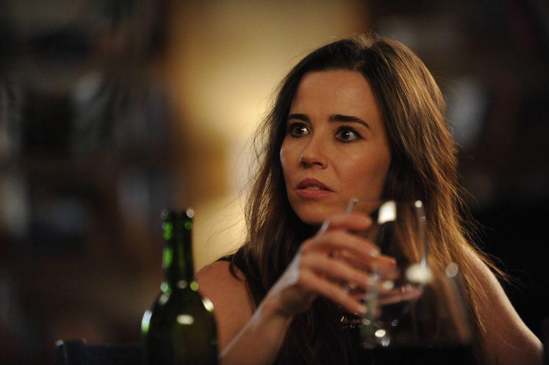 Abby (Linda Cardellini) beschließt, dauerhaft nach Los Angeles zu ziehen. Damit sie nicht weiter für Chaos in der WG sorgt, macht sich Jess auf die... - Bildquelle: TM &   2013 Fox and its related entities. All rights reserved.